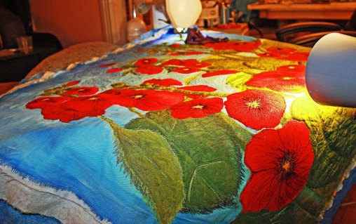 https://asianartandquilts.files.wordpress.com/2010/07/barbaraharmsfiberarbugseyeviewt-2.jpg