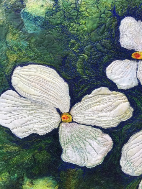 2015-10-18 white flowers, white floewer art quilt, blue, green and white 007